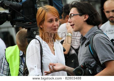 The Photographer Maria Turchenkova Looks At The Colleague On Oppositional Meeting