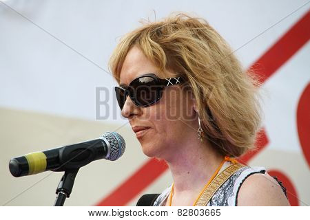 The Human Rights Activist Anna Karetnikova Supports Political Prisoners On Oppositional Meeting