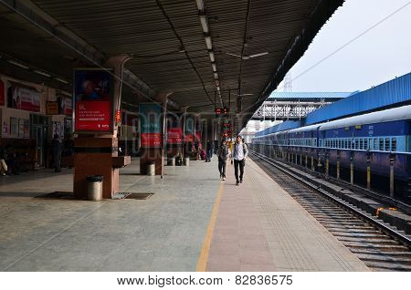Jaipur, India - January 3, 2015: Passenger On Platforms At The Railway Station Of Jaipur