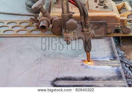 Gas cutting machine on steel plate