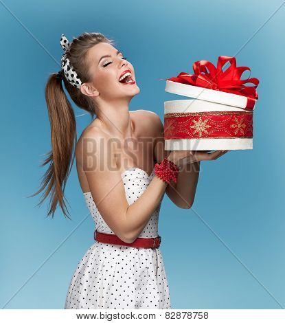 LOL woman with round gift box