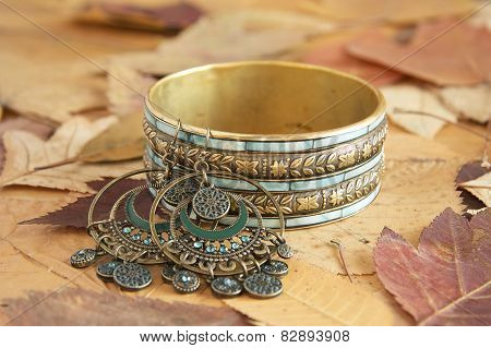 Bracelet and earrings on leaves
