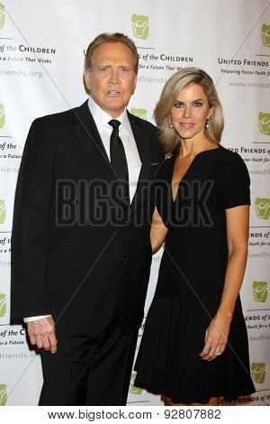 LOS ANGELES - JUN 2:  Lee Majors, Faith Majors at the United Friends of the Children Brass Ring Awards Dinner at the Beverly Hilton Hotel on June 2, 2015 in Beverly Hills, CA