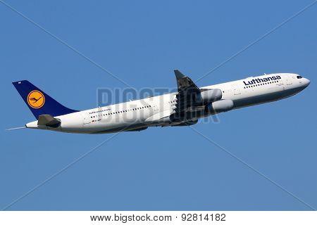 Lufthansa Airbus A340-300 Airplane Frankfurt Airport