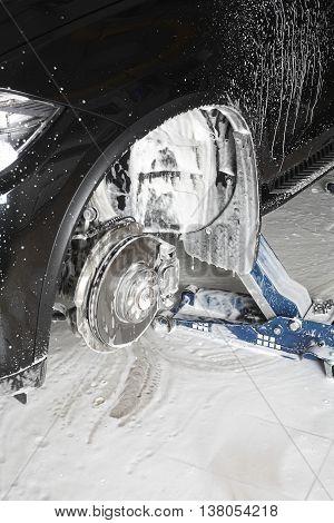 Washing of the wheel niche foam under pressure.