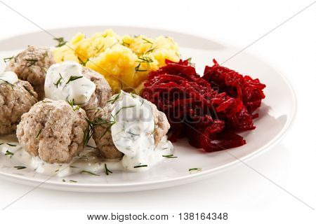 Boiled meatballs, mashed potatoes and vegetables