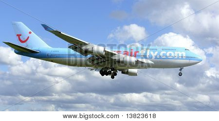 Boeing 747 landing at Manchester Airport