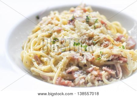 spaghetti carbonara with ham and vegetable dish
