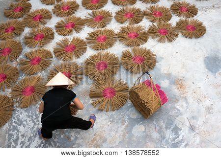 HAI DUONG, VIETNAM, February 16, 2016 Women's groups, rural Hai Duong, dried incense, their traditional trade