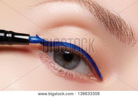Closeup Fashion Makeup. Perfect Face Skin, Extreme Long Eyelashes