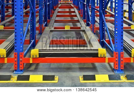 Distribution center warehouse storage shelving metal racking pallet system