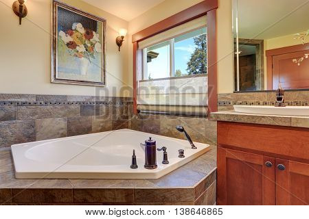 Lovely Master Bathroom. White Bath Tub With Stone Tile Trim.