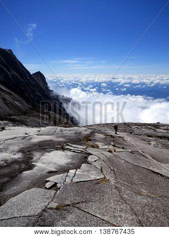 Tourists climbing mount Kinabalu in Kinabalu national park. Kota kinabalu - Malasia.
