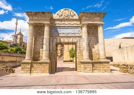 Puerta del Puente or Bridge Gate, a triumphal renaissance arch on popular Roman Bridge over the Guadalquivir river in Cordoba, Andalusia, Spain.