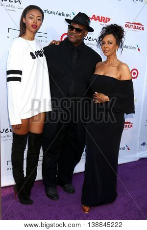 LOS ANGELES - JUL 16:  Bella Harris, Jimmy Jam Harris, Lisa Harris at the HollyRod Presents 18th Annual DesignCare at the Sugar Ray Leonard's Estate on July 16, 2016 in Pacific Palisades, CA