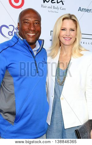 LOS ANGELES - JUL 16:  Byron Allen, Jennifer Lucas at the HollyRod Presents 18th Annual DesignCare at the Sugar Ray Leonard's Estate on July 16, 2016 in Pacific Palisades, CA