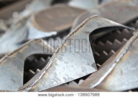 shaped lattice of metal as an element of metal