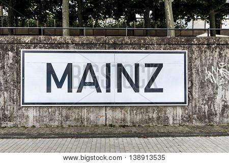 sign Mainz at the promenade of river Rhine to indicate the position for the shippers