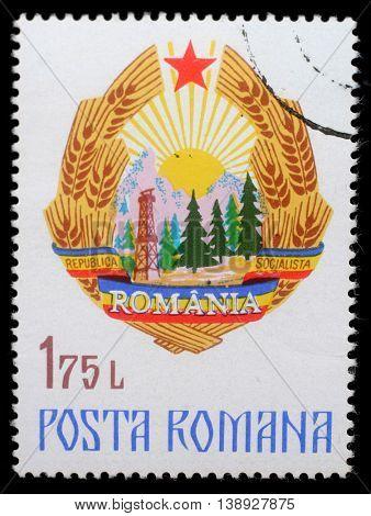 ZAGREB, CROATIA - JULY 19: a stamp printed in Romania shows Coat of Arms of Romania, circa 1976, on July 19, 2014, Zagreb, Croatia