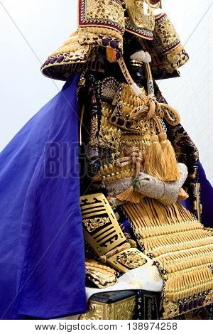 Armor equipped with a decoration of gold