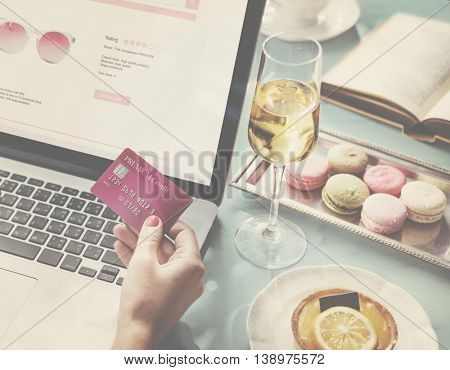 Online Shopping Sale Discount Promotion Shopaholic Concept