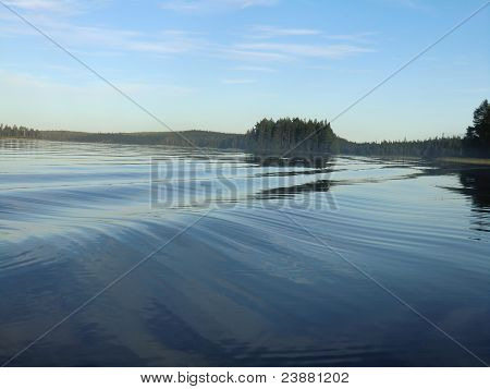 Waves on lake Varatsky