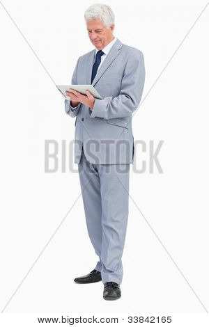 Chef mit einem Touchpad against white background
