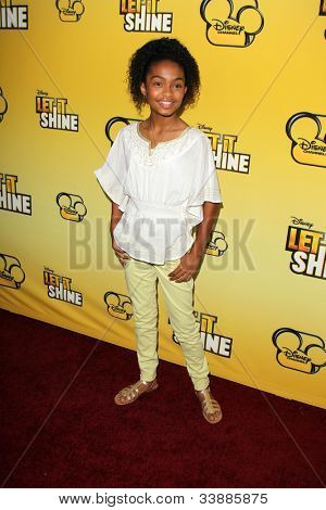 LOS ANGELES - JUN 5:  Yara Shahidi arriving at the Premiere Of Disney Channel's .
