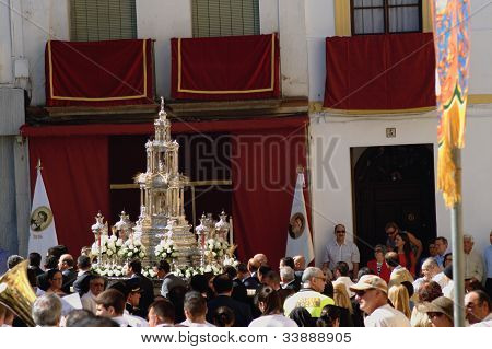 Monstrance at procession 1