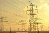 picture of dynamo  - Electrical power tansmission  lines and network towers - JPG