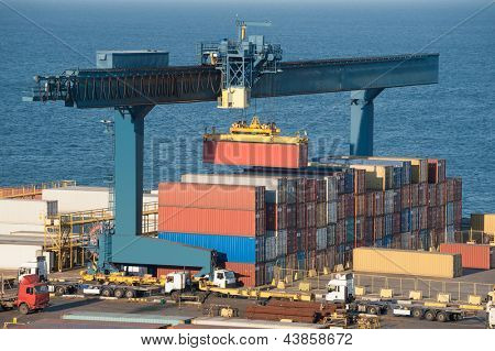 lifting container in port