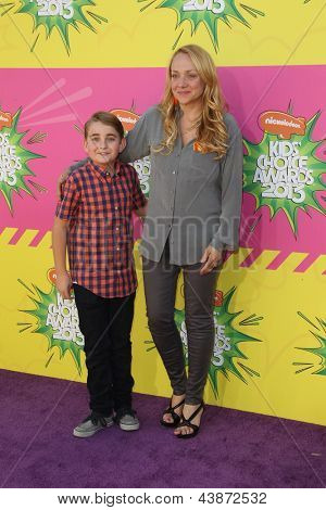 LOS ANGELES - MAR 23:  Buddy Handleson, Nicole Sullivan arrive at Nickelodeon's 26th Annual Kids' Choice Awards at the USC Galen Center on March 23, 2013 in Los Angeles, CA