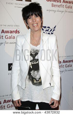 BEVERLY HILLS - Mär 23: Diane Warren in der 2013 Genesis Awards-Benefiz-Gala im Beverly Hilton