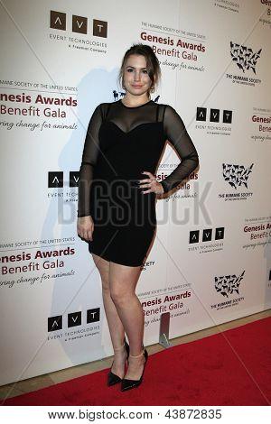 BEVERLY HILLS - 23 de MAR: Sophie Simmons en la Gala benéfica del premios de la Génesis para el 2013 en el Beverly Hilto