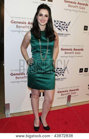 BEVERLY HILLS - 23 de MAR: Vanessa Marano en la Gala benéfica del premios de la Génesis para el 2013 en el Beverly Hilto