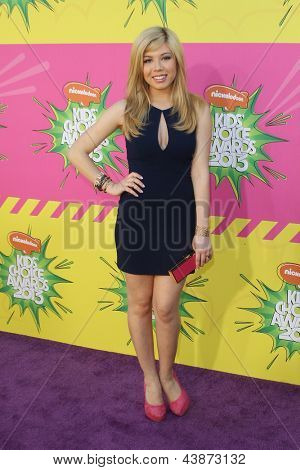 LOS ANGELES - MAR 23:  Jennette McCurdy arrives at Nickelodeon's 26th Annual Kids' Choice Awards at the USC Galen Center on March 23, 2013 in Los Angeles, CA