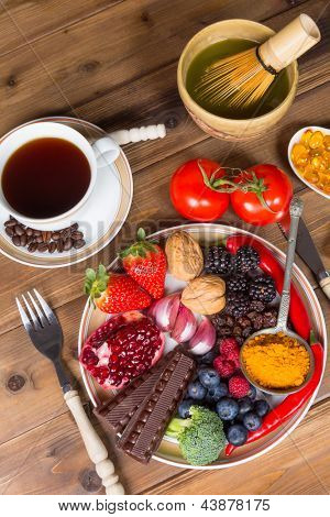 Top view on a dinner table with a plate filled with antioxidants