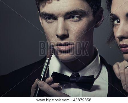 Porträt einer Frau tun bilden seinen Mann