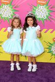 LOS ANGELES - MAR 23:  Rosie McClelland, Sophia Grace Brownlee arrive at Nickelodeon's 26th Annual K