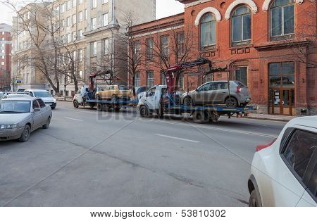 Samara, Russia - November 7: Evacuation Vehicle For Traffic Violations  On November 7, 2013 In Samar