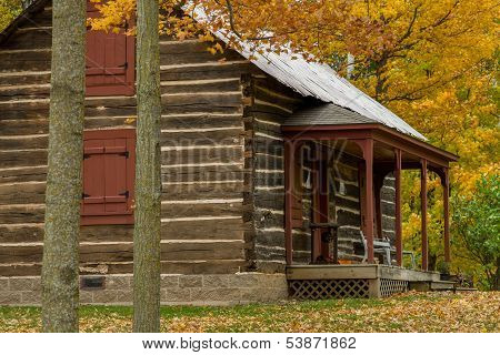 Almelund Log Cabin, Autumn