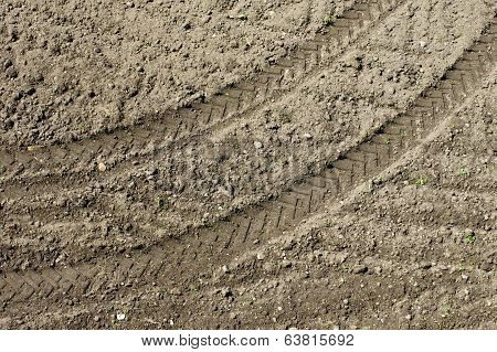 tractor traces field