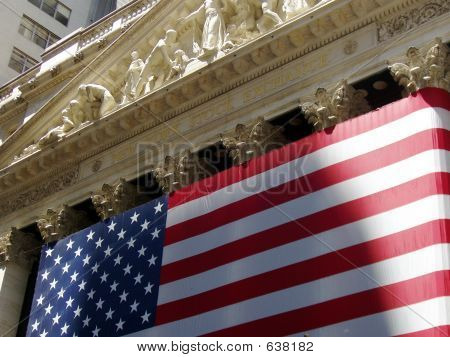 US FLAG ON THE NYSE BUILDING