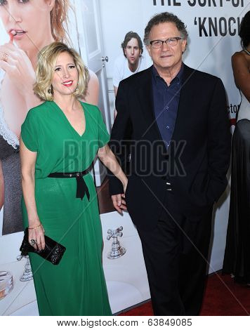 LOS ANGELES - DEC 12:  Albert Brooks & Kimberly arrives to the