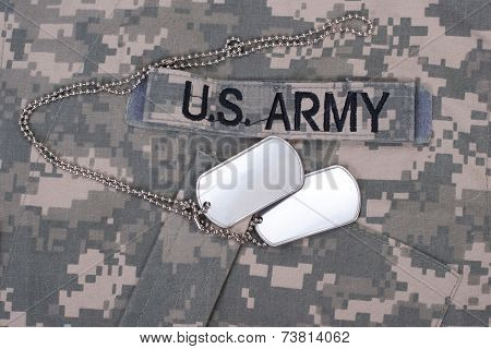 Us Army Camouflaged Uniform With Blank Dog Tags