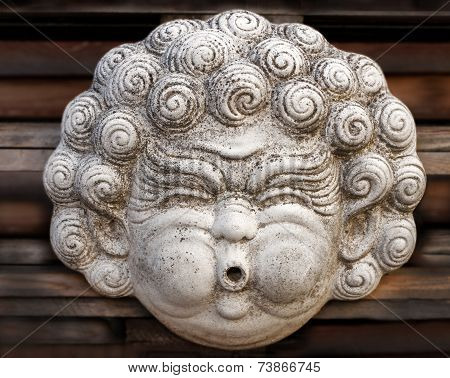 Head sculpture with chubby cheeks