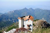 pic of shan  - An abandoned house on the top of Tai Shan  - JPG