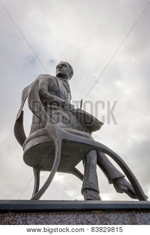 Statue Of Ivor Novello At Cardiff Bay