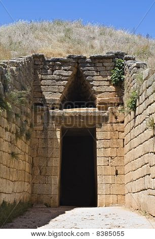 Treasury of Atreus or tomb of Clytemnestra, tholos Mycenae, Peloponnesus, Greece