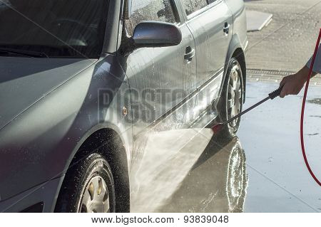 The Process Of Car Washing High Pressure Water